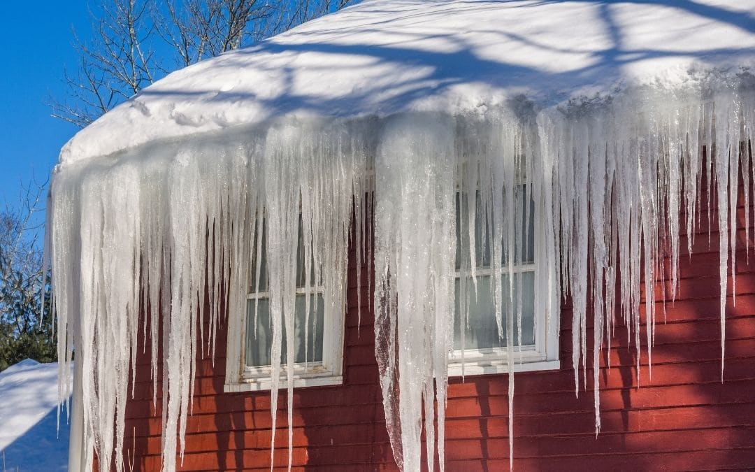 ice-dams-soffit-and-fascia-Weaver-Barrie