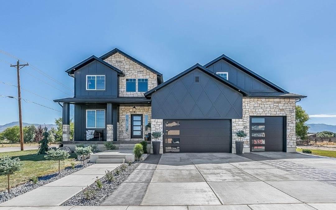 contrast-exterior-home-design-trends-Weaver-Barrie