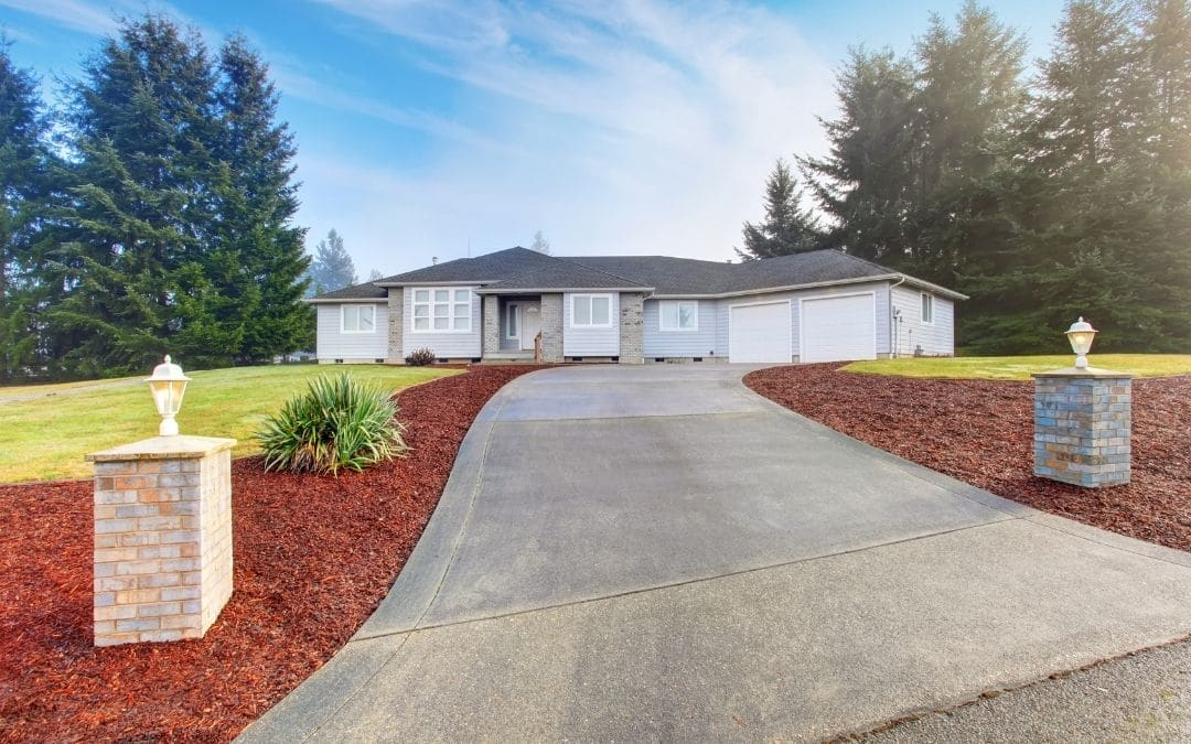 curb-appeal-with-well-cared-for-driveway-Weaver-Exterior