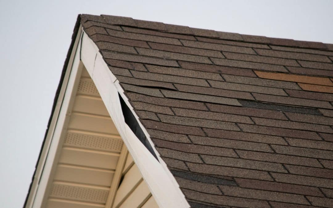 soffit-and-fascia-disrepair-on-resale-home-Weaver-Barrie