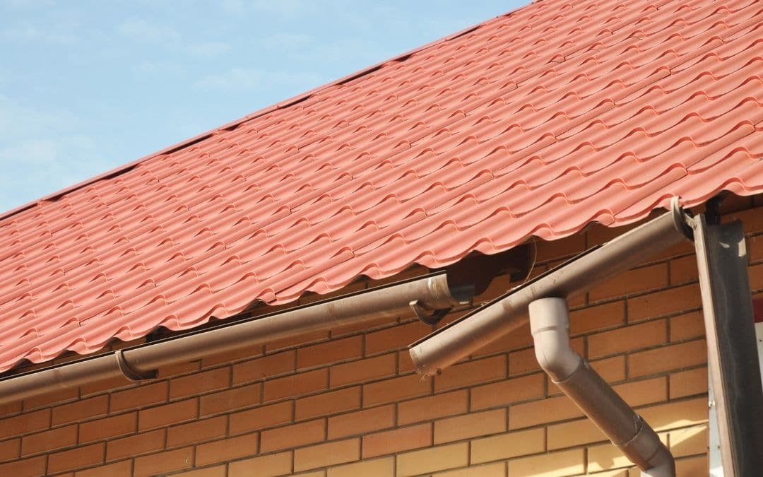 damaged-seams-may-mean-eavestroughs-need-to-be-replaced