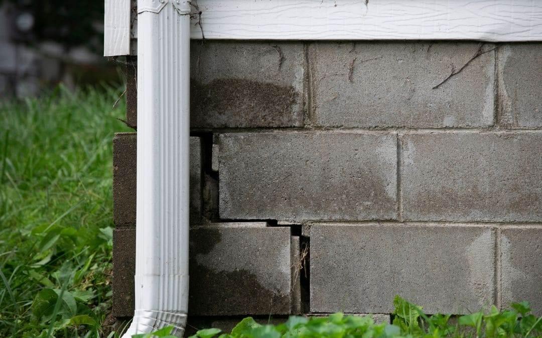leaky-basement-caused-by-malfunctioning-eavestroughs-Weaver-Exterior-Remodeling