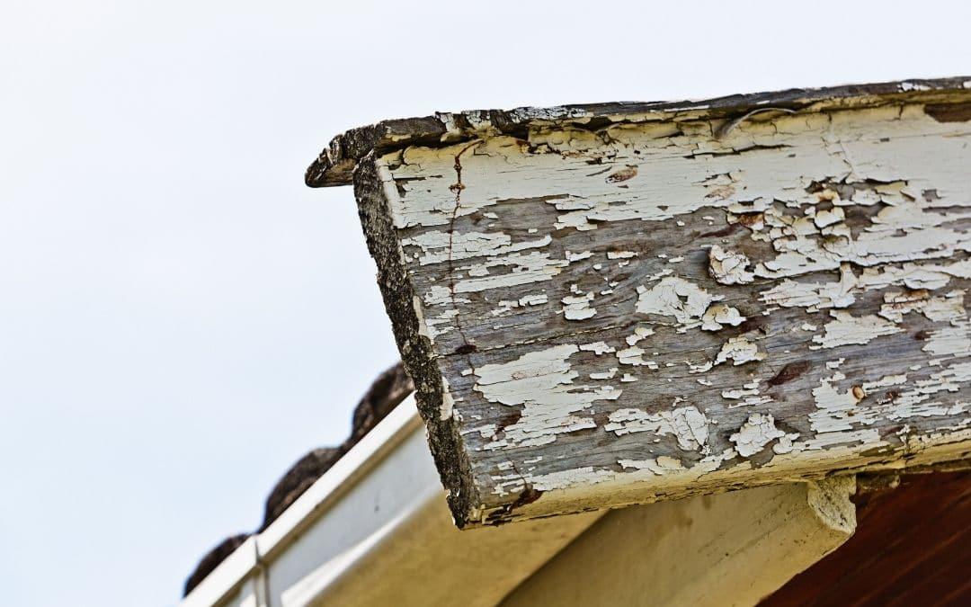 peeling-paint-on-soffit-fascia-could-mean-eavestrough-problems-Weaver-Exterior