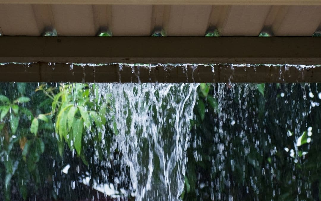 check-for-leaky-eavestroughs-when-buying-a-home-Weaver-Exterior-Barrie